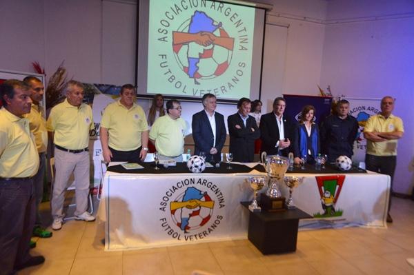 """Presentaron la edición 23 del Campeonato Argentino de Futbolistas de Veteranos que se disputará en Paraná y llevará el nombre de """"Rubén Lanzi"""""""